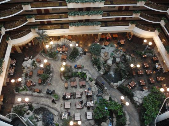 Embassy Suites by Hilton Anaheim - South: Looking down on the Atrium