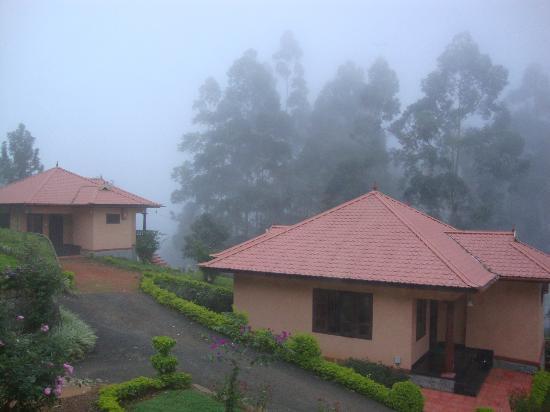 Aranyaka Resort: resort in mist