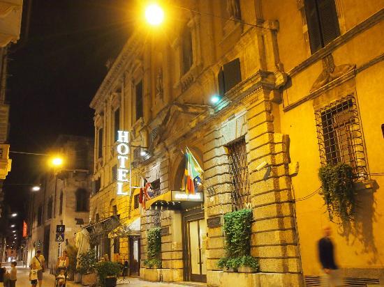Accademia Hotel: ホテル正面