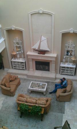Oceano Hotel & Spa Half Moon Bay: Atrium Lobby
