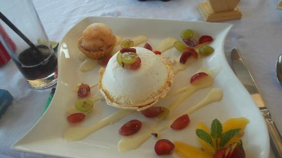 Ko-Ko-Mo Resort: meringue with sobert and summer fruits- sooo yummy