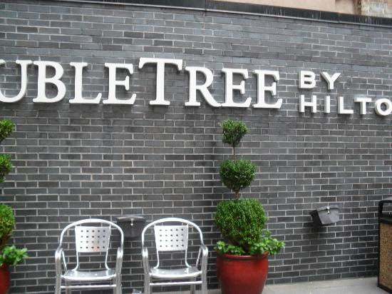 Doubletree Hotel Chelsea - New York City: Outside area.