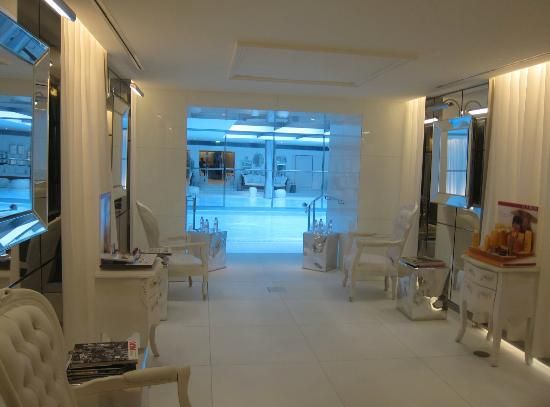 Le Royal Monceau-Raffles Paris: Clarins Spa