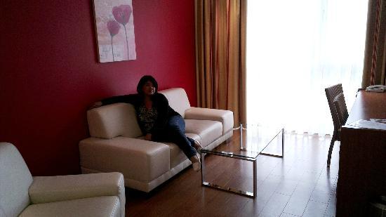 Star Inn Hotel Salzburg Airport: Living Room - Suite