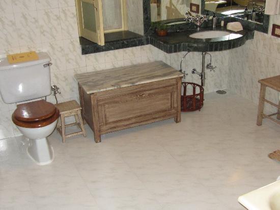 bathroom of cottage 1