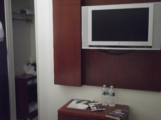 U Hotel Fifth Avenue: ROOM