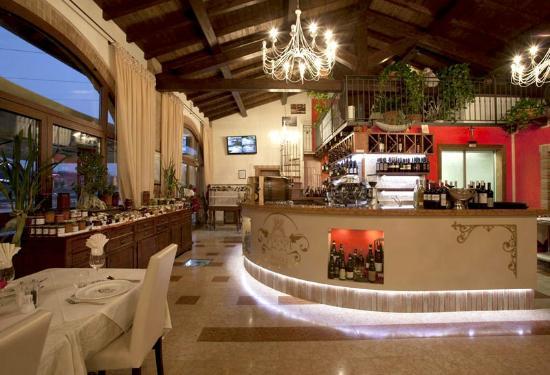 Agriturismo Principe Amedeo: Gli interni particolare del bar