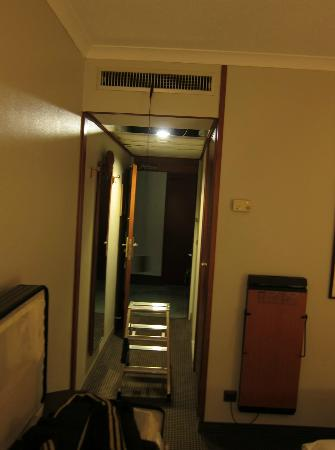 Hotel Crowne Plaza Berlin City Centre: attempting to fix the AC