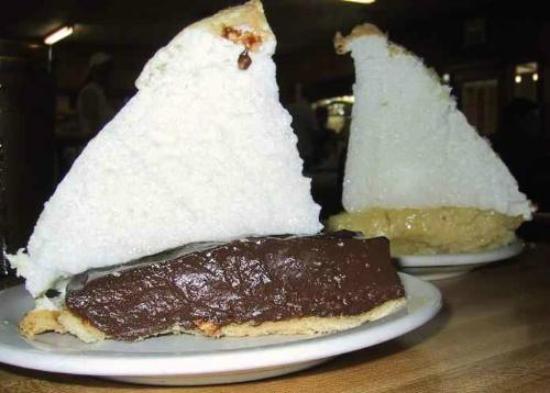 Blanco Bowling Club Cafe: The Amazing Pies