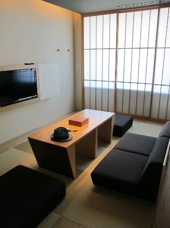Hotel Kanra Kyoto: The living room inside your bedroom