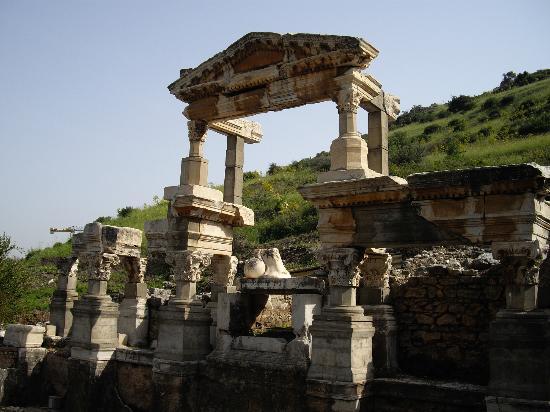 Trajan's Fountain: トラヤヌスの泉