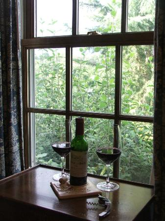 Goodstone Inn & Restaurant: Leith Room complimentary wine