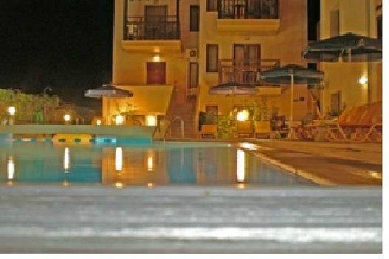 Hotel Alexandros M: NIGHT VIEW