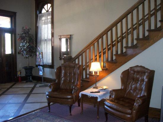 Town Hall Inn: Lobby Area