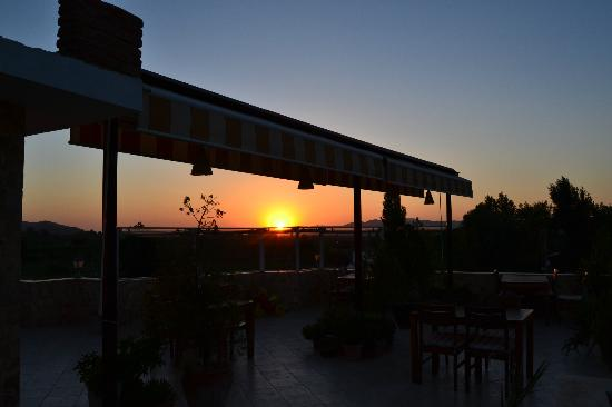 Rebetika Hotel : te sunset view from the terrace