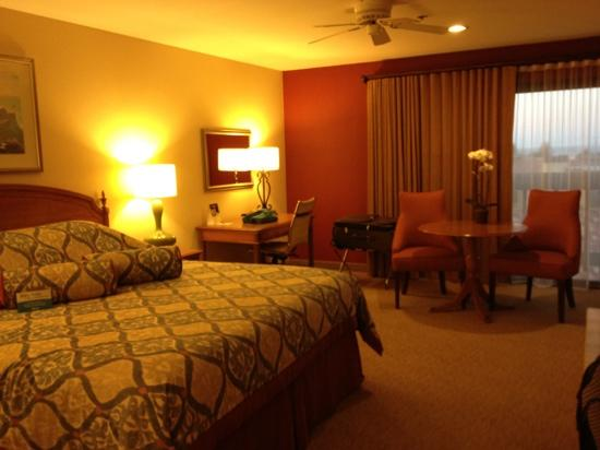 BEST WESTERN PLUS Monterey Inn: comfortable room with lots of space