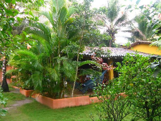 Condominio Dos Nativos: vista de la casa desde el jardín