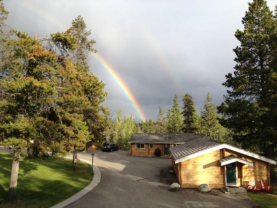 Jasper House Bungalows: rainbow