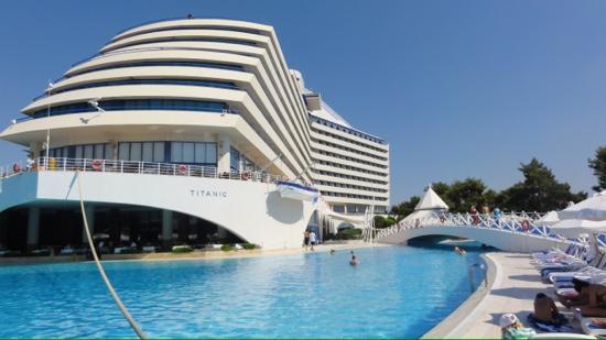 Titanic Beach Lara Hotel: Batiment principal