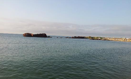Harmony Beach: море (искусственно затопленный корабль, выполняющий функцию волнореза)
