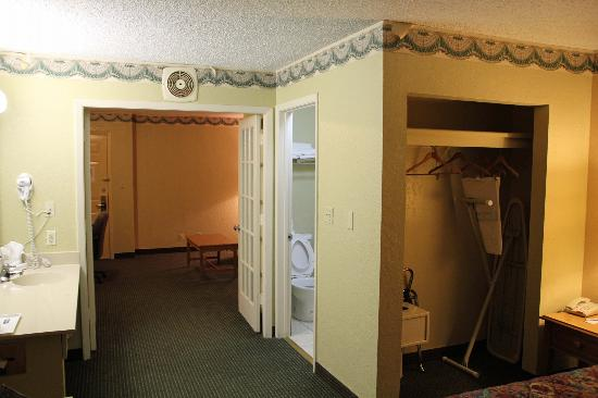 Travelodge San Antonio/Near Fort Sam/ATT Center: room
