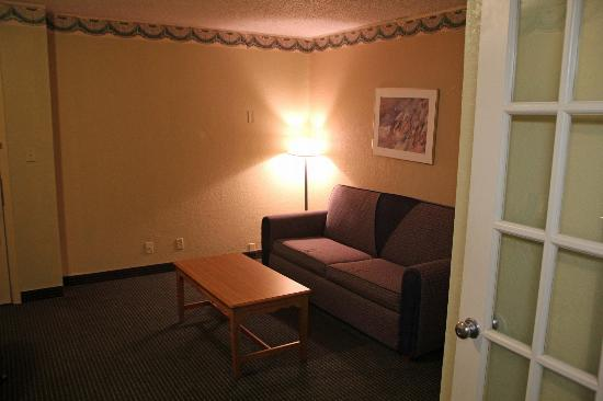 Travelodge Inn & Suites San Antonio Near Fort Sam: livingroom