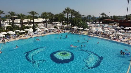 Titanic Beach Lara Hotel: Piscine principale