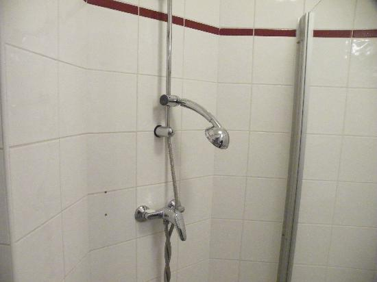 Appart'City Nice Acropolis : Shower broken would not stay in place