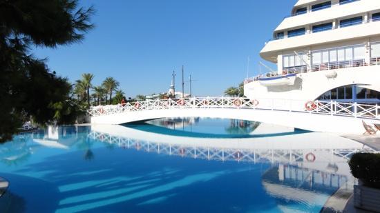 Titanic Beach Lara Hotel: Piscine