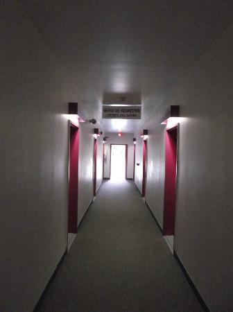 Motel Econo-Nuit : Merci de respecter l'intimité des autres - 30 août 2012.