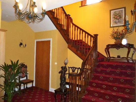 Old Weir Lodge: Staircase