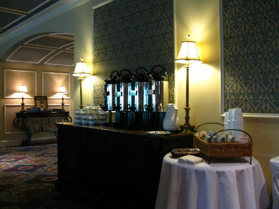 Trianon Bonita Bay: Coffee in a real porcelain cup and porcelain holder