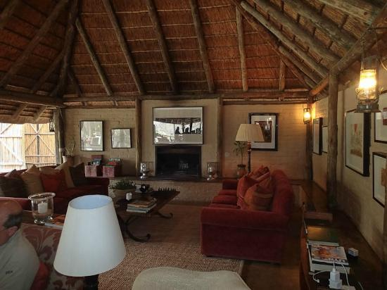 Tanda Tula Safari Camp: Main lodge area