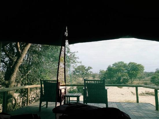Tanda Tula Safari Camp: The tents overlook the riverbed