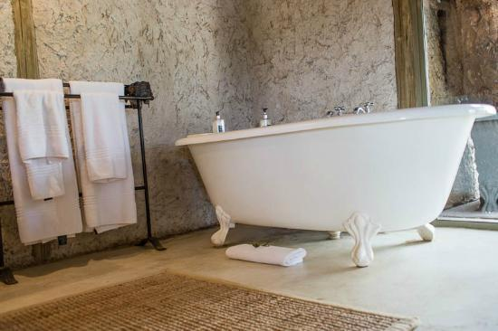 Tanda Tula Safari Camp: A lovely, large tub for a wintertime soak