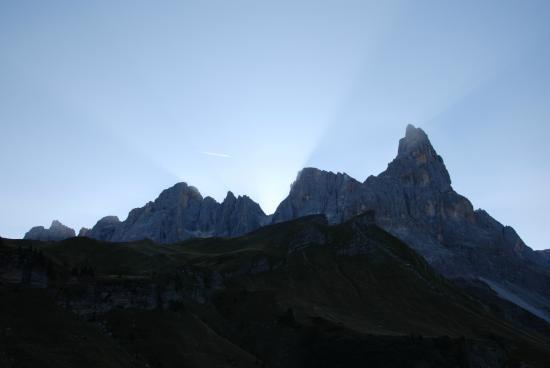Albergo Vezzana: Pale di S.Martino all'alba