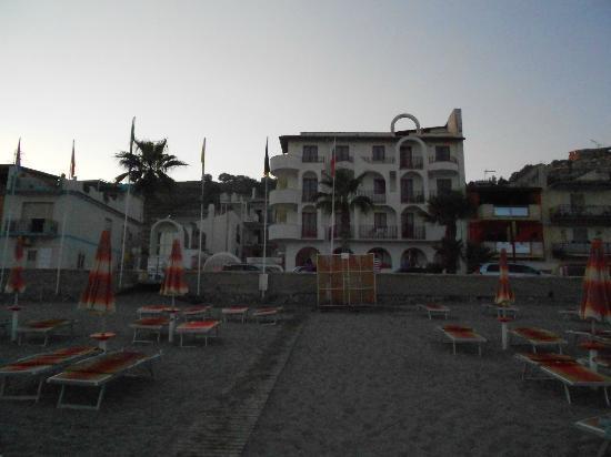 Hotel Albatros: Spiaggia antistante l'hotel