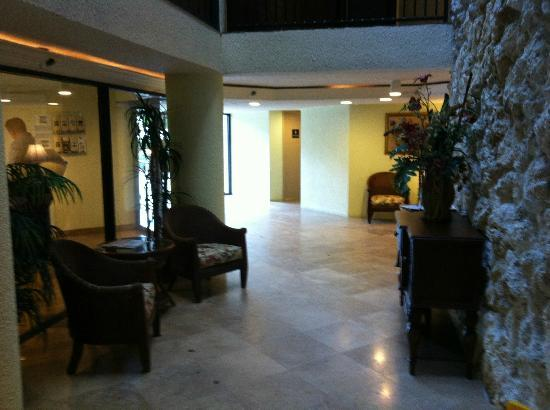 Pointe Estero Beach Resort: Hotel Eingang