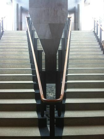 Bowdoin College Museum of Art: Duel staircases at entryway