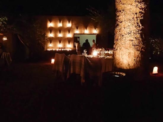 Londolozi Founders Camp: lovely lighting in the boma