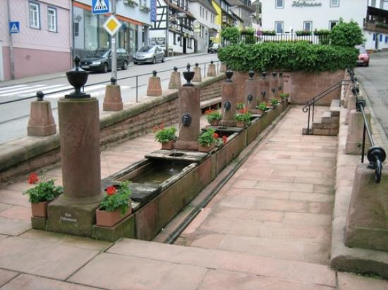 Hotel Gasthof Zur Krone Odenwald-Sterne-Hotel : 12 Röhrenbrunnen in Beerfelden