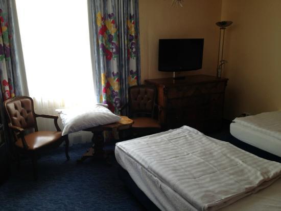 Hotel Königshof Am Funkturm: altra camera attigua alla mia