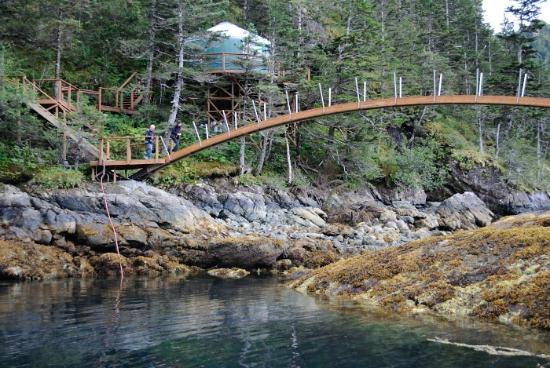 Orca Island Cabins: footbridge and Stellar Jay cabin