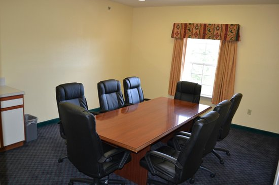 Hawthorn Suites by Wyndham Irving DFW South : Board Room (8 person maximum seating)