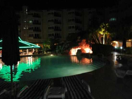 Accra Beach Hotel & Spa: pool at night