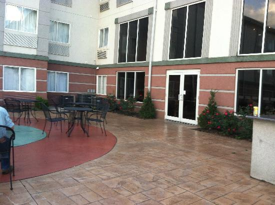 Holiday Inn Express & Suites Port Clinton: back patio