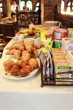 The French Quarters Guest Apartments : Breakfast Buffet