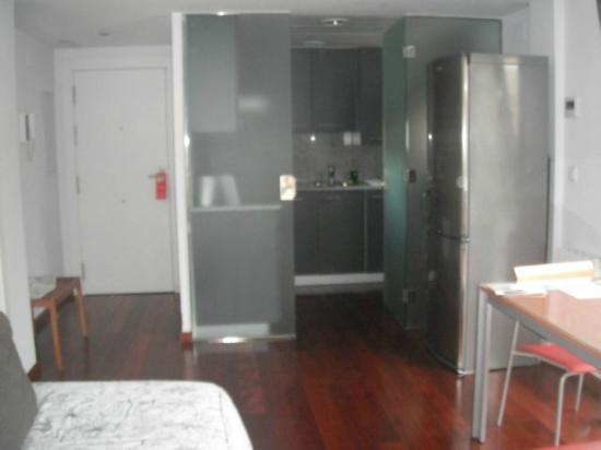 Apartamentos Sabinas El Pilar: la cocina de fondo..
