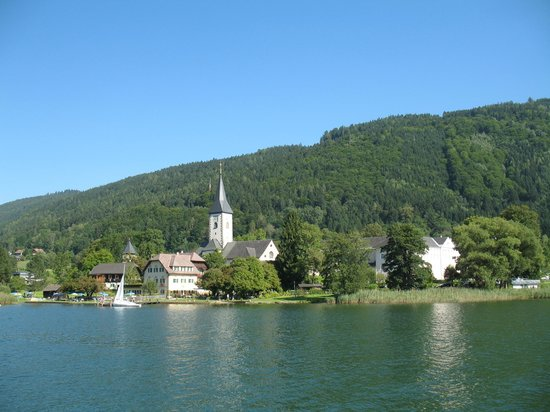 Ossiachersee Schifffahrt : View of Ossiach from boat