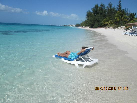 Reef Residences on Grace Bay: Amazing white sand beaches, truly Paradise!